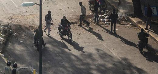 Pandillas armadas del chavismo siembran terror en Venezuela | Foto: El País