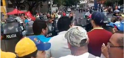 PoliVargas reprime manifestación | Foto: Captura de video