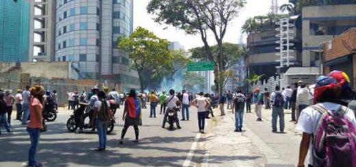 7 heridos y 2 detenidos deja hasta el momento represión a marcha opositora en Caracas | Foto: Efecto Cocuyo