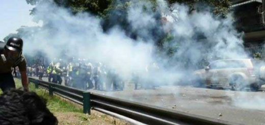 Al menos 9 heridos han ingresado a Salud Chacao tras represión a manifestación opositora | Foto: Twitter