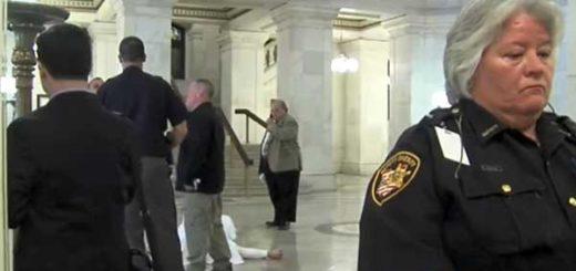 Acusado de triple homicidio y violación en Ohio se suicida en la corte | Captura de video