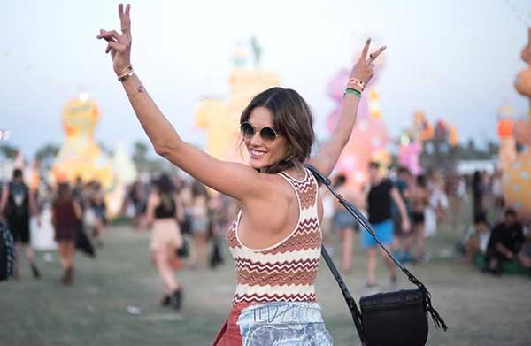 Muchas celebridades se dieron cita en el Festival Coachella 2017   En la foto: Alexandra Ambrossio / Créditos: E! Online