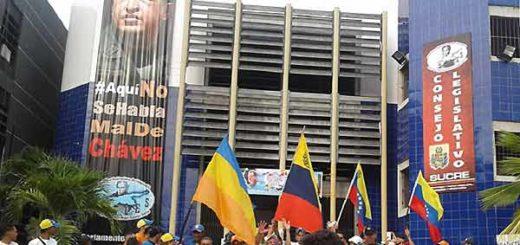 Protesta en el Consejo Legislativo de Sucre   Foto: El Pitazo