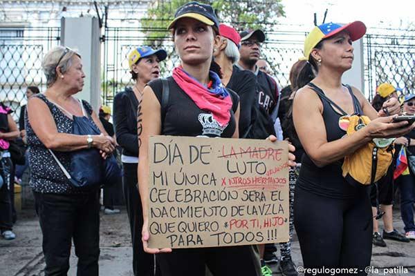Madres venezolanas marcharon vestidas de negro en su día |Foto: La Patilla