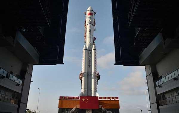 El cohete Tianzhou-1 es visto en su punto de lanzamiento en Wenchang, China. 17 de abril 2017. | Foto: REUTERS