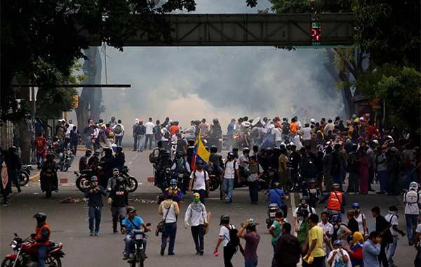 Más de 100 heridos dejó la brutal represión contra movilización opositora de este #8May | Foto: Reuters