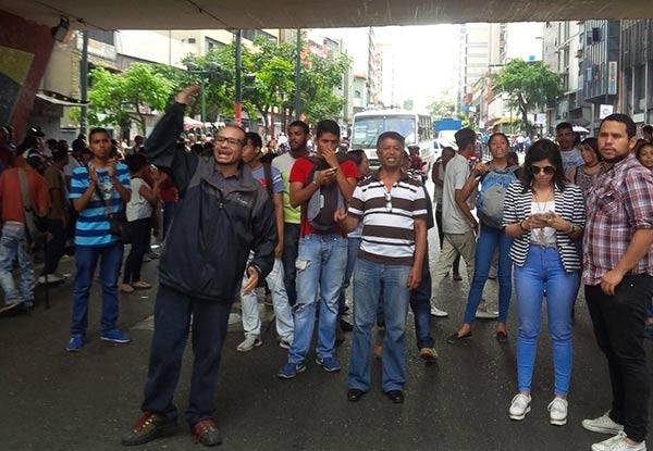 Caraqueños cada vez se acercan más a Miraflores |Foto cortesía