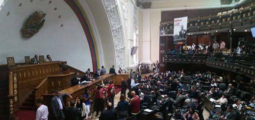 Diputados de la AN debaten convocatoria de Maduro a una Asamblea Constituyente | Foto: @AsambleaVE