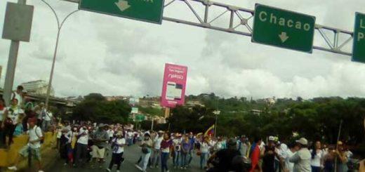 Manifestantes insisten en llegar al TSJ a través de la Francisco Fajardo | Foto: Twitter