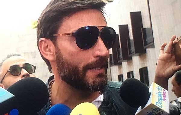 Julián Gil arribó a México para negociar con Marjorie de Sousa la custodia de Matías | Foto: Twitter