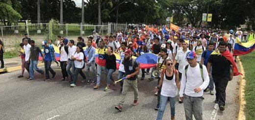 Carabobeños marchan este lunes hasta la Procuraduría General   Foto: @ENZOSCARANO