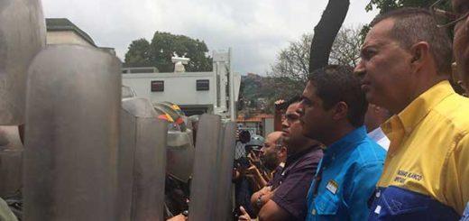 GNB impide paso de marcha opositora en El Paraíso   Foto: @RichardBlancoOf