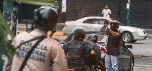 Colectivos emboscaron a tiros concentración opositora en La Candelaria | Foto: @AlbertoRT51
