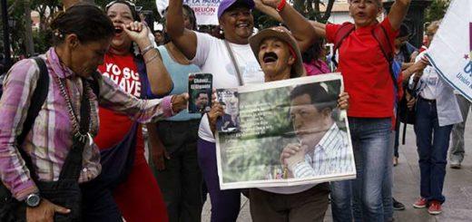 Chavistas entregaron documento a la Defensoría del Pueblo |Foto: AVN