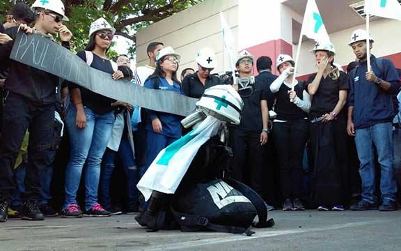 Estudiantes de la LUZ despidieron a Paúl  Moreno |Foto Twitter
