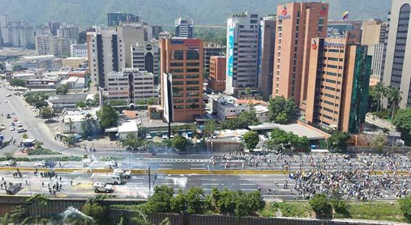 La Autopista Francisco Fajardo ha sido escenario de protestas   Foto: Twitter