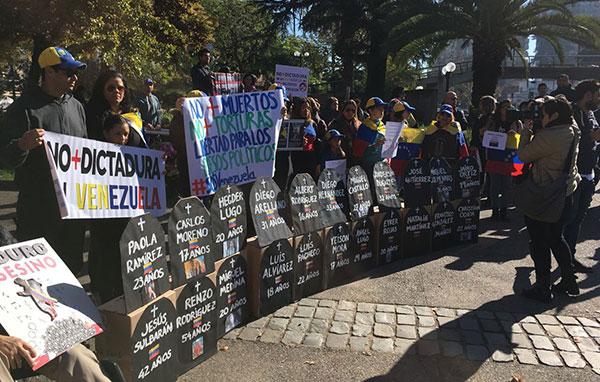 Venezolanos en Chile protestaron contra Maduro   Foto: @JunquitoSite