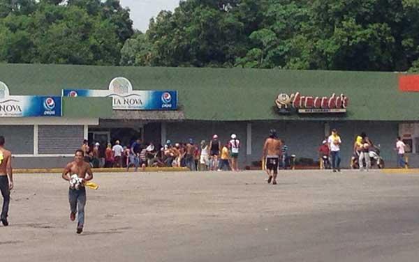 Más de 170 comercios fueron saqueados en dos días de protestas en Barinas | Foto: Twitter