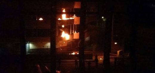 Saquearon supermercado e incendiaron sede del Seniat en Valera