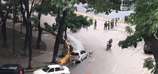 GNB reprime a manifestantes que se concentran en El Paraíso este miércoles | Foto: Twitter