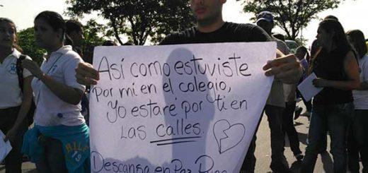 Ex compañeros de liceo de Augusto Pugas exigen justicia tras su asesinato | Foto: Correo del Caroní
