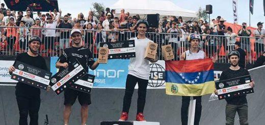 Daniel Dhers posó con el tricolor nacional de cabeza en el podio de FISE en señal de protesta   Foto: Twitter