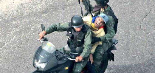 Manifestante detenido por la GNB | Foto: @Birrilly