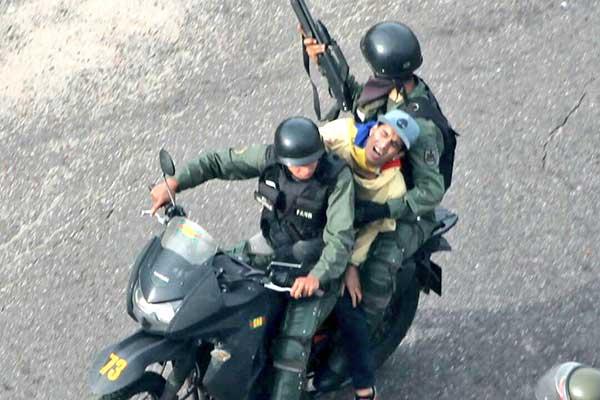 Al menos 5 manifestantes detenidos en San Cristóbal por la GNB | Foto: @Birrilly