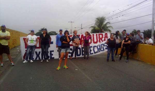 Joven fue herida durante protesta en Guacara | Foto: @AndrewsAbreu