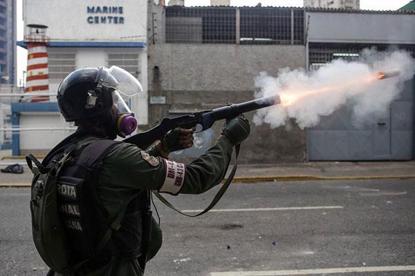 Resultado de imagen para GNB y manifestantes