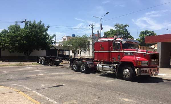 Manifestantes trancaron calle de Maracaibo en señal de protesta |Foto: Twitter