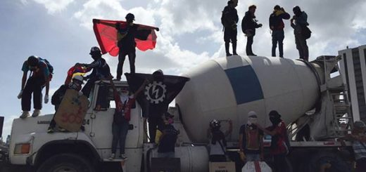 Manifestantes trancan la autopista  |Foto: Twitter
