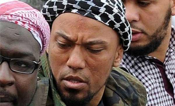 En un video de propaganda, Cuspert aparecía sosteniendo una cabeza humana recién decapitada.   Foto: Getty Images
