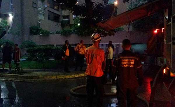 7 personas resultaron afectadas por incendio en residencias Paraíso Plaza   Foto: @galindojorgemij