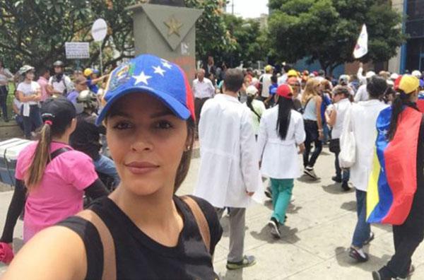 Keysi Sayago participó en marcha opositora de este #22M | Foto: @keysisay
