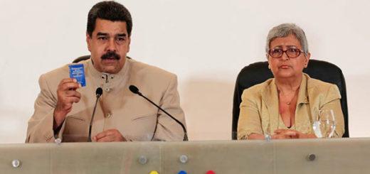 Nicolás Maduro junto a Tibisay Lucena | Foto: @PresidencialVen