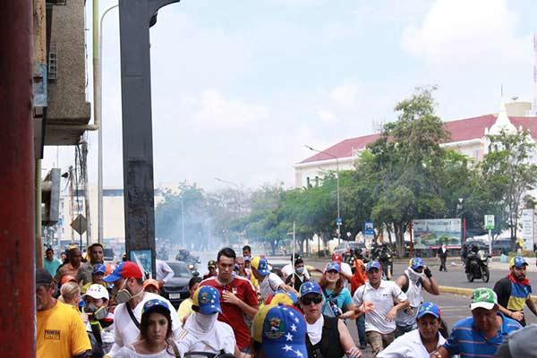 Efectivos de seguridad reprimieron marcha opositora en Maracaibo |Foto: NTN24