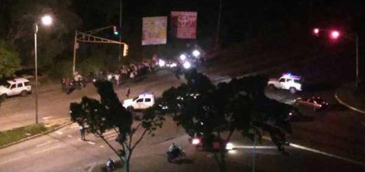 Vecinos de Montalbán III vivieron noche de lacrimógenas y cacerolas | Foto: @DailySanz