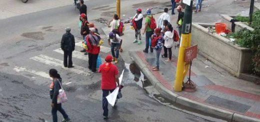 Oficialistas comienzan a concentrarse para marchar en apoyo al Gobierno |Foto: Twitter
