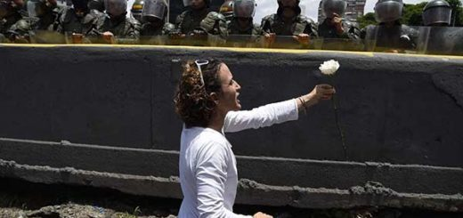 Oposición apunta a dialogar con los militares |Foto: AFP