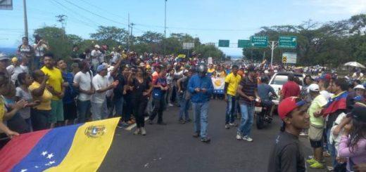 Caravana de Caracas llegó a Vargas |Foto: La Patilla