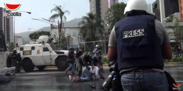Represión contra la prensa y civiles  Foto: La Patilla