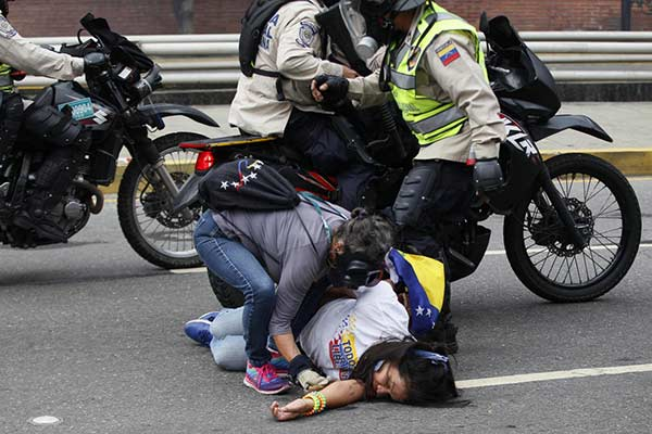 Manifestantes denunciaron intentos de abuso sexual y tratos crueles | Foto: AFP