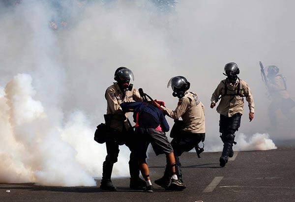 Efectivos de seguridad del Estado incurrieron en brutal represión contra manifestantes |Foto: Reuters 20/05/2017