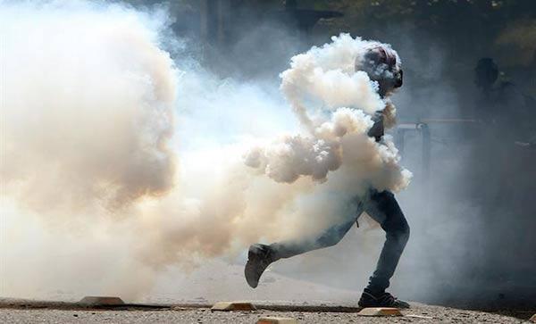 Gobierno ha gastado una millonaria cifra en lacrimógenas para reprimir las protestas | Foto: EFE