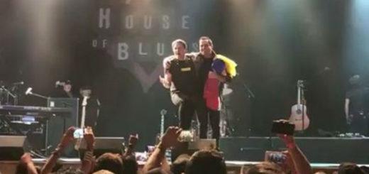 Las notas del Himno Nacional cerraron concierto de SanLuis en Orlando | Captura de video