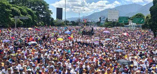 Venezolanos marchan hasta sede del Ministerio de Interior y Justicia en Caracas |Foto: @dsmolansky