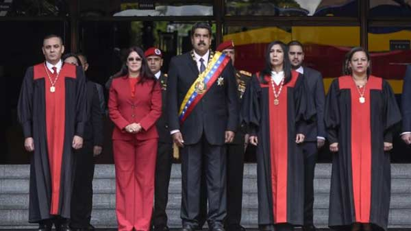 Nicolás Maduro junto a los magistrados del TSJ |Foto: Getty Images