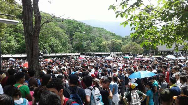Estudiantes de la UCV se dirigen al Ministerio de Interior y Justicia |Foto: Twitter
