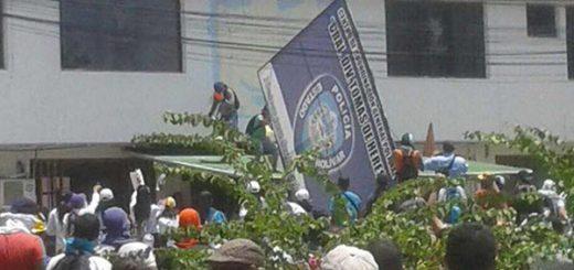 Manifestantes protestan en Bolívar por muerte del estudiante de la UDO |Foto Twitter